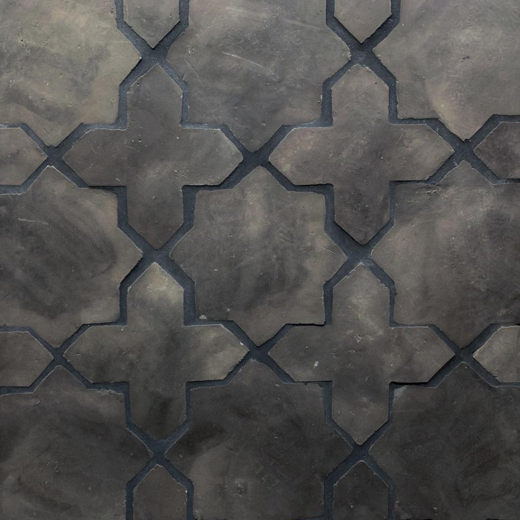 Stars and cross svart lera